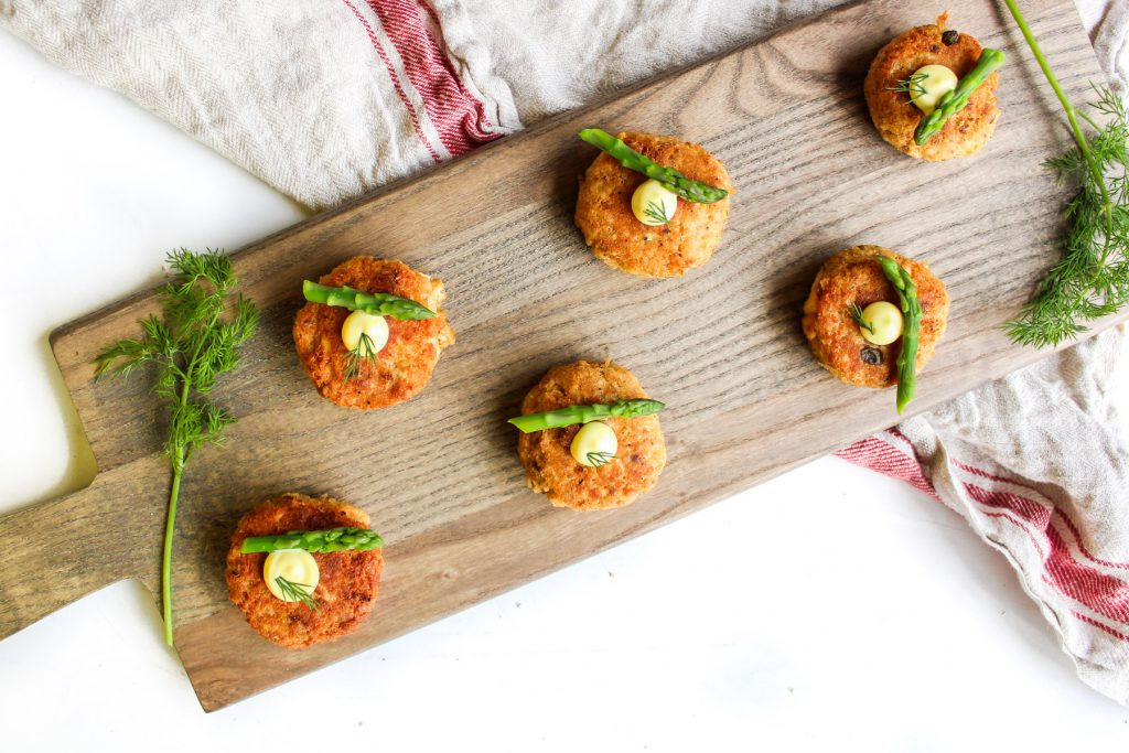 salmon cakes appetizer