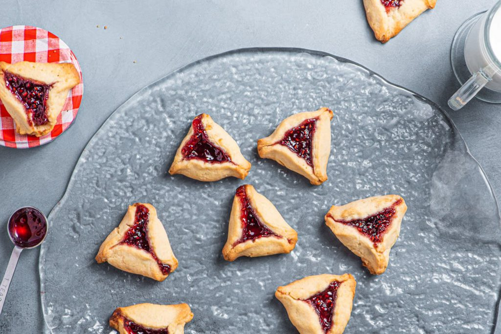raspberry hamantaschen cookies