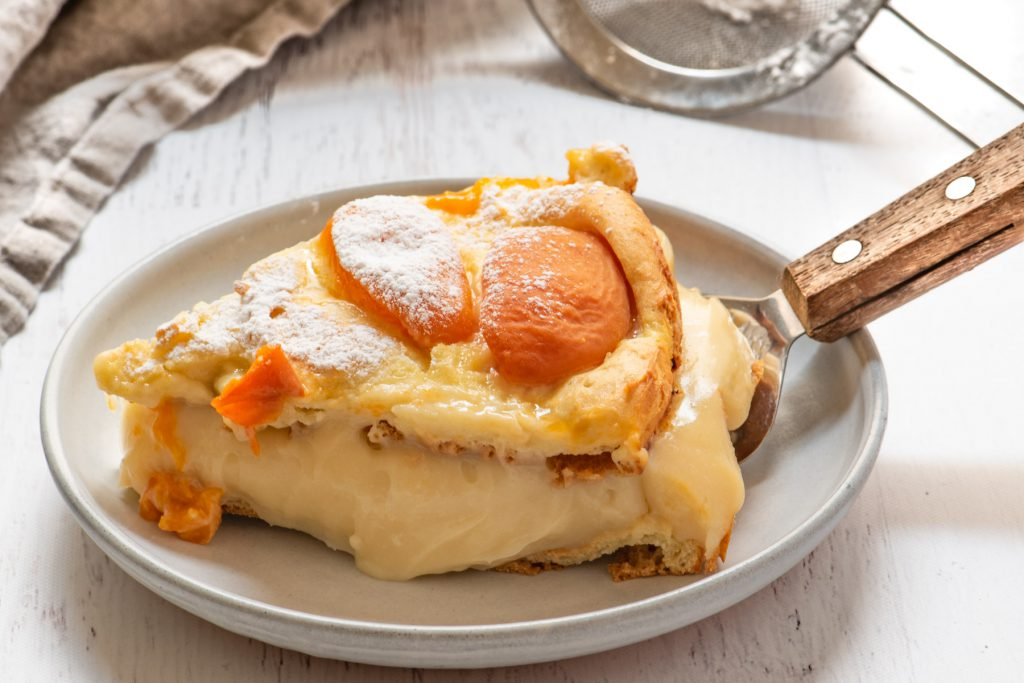 custard cake with apricots
